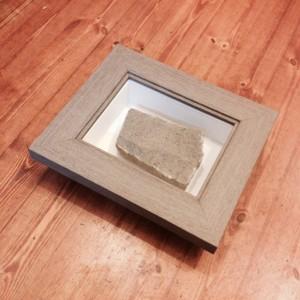 Az Szentendrei Evangelikus Templom bazaltkockája dobozkeretben