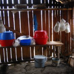 Készülnek a sajtok az esztenán
