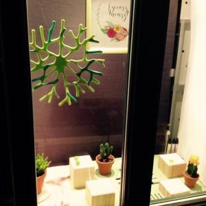 Képkeretező műhely - Művészbolt kirakata este