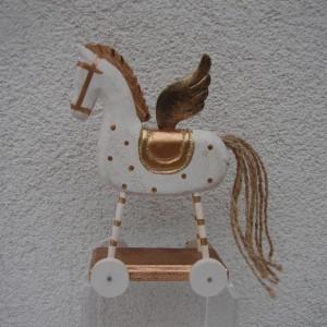 Gmundeni arany szárnyas hintaló